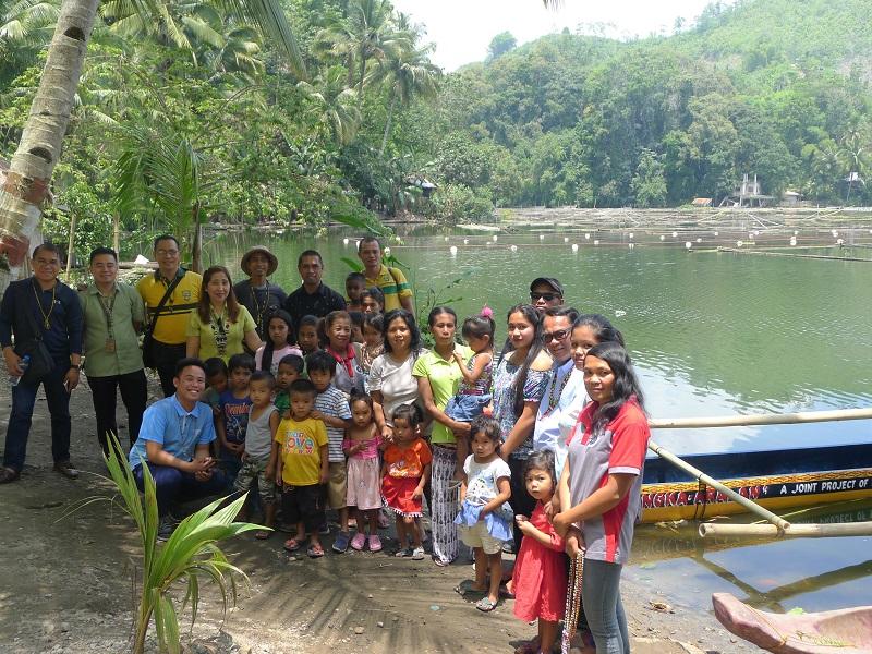 Crossing through the lake with Bangka-aralan